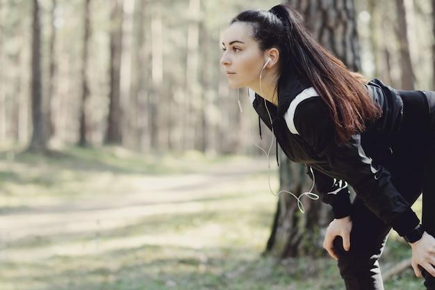 Sport na świeżym powietrzu, dziewczyna streching