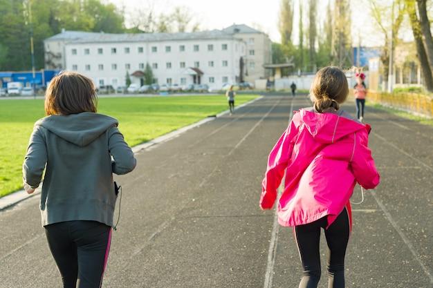 Sport na świeżym powietrzu i rodzina fitness