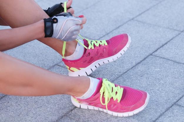 Sport na świeżym powietrzu, kobieta, buty