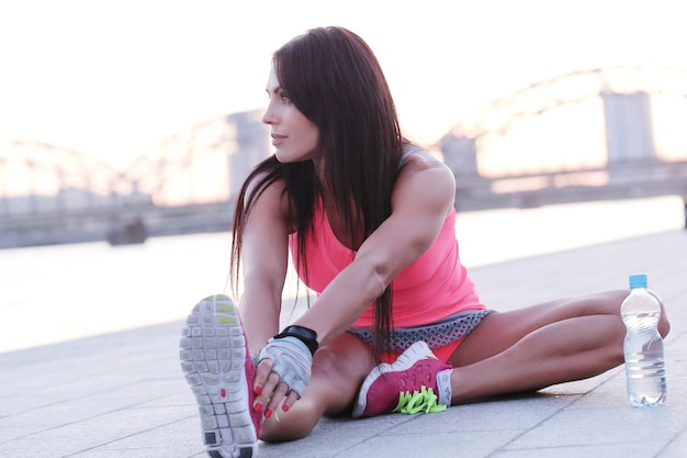 Sport na świeżym powietrzu, rozciąganie kobiety