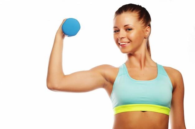 Sport, sprawność fizyczna i ludzie pojęć kobieta w sporta wyposażeniu, ćwiczymy z ręka ciężarami odizolowywającymi na bielu