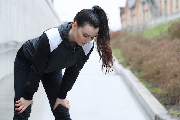 Sportowa kobieta plenerowa