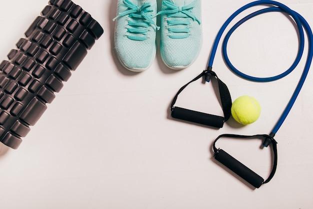 Sportowcy ustawiają koncepcję ćwiczeń fitness dla kobiet