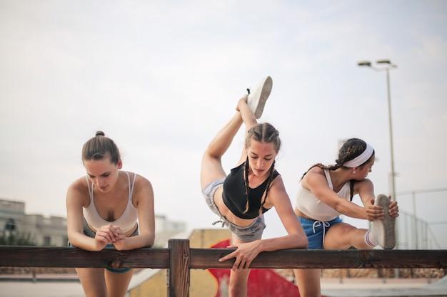 Sportowe dziewczyny miejskie