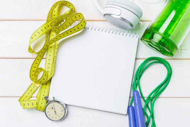 Sportowe koncepcje fitness ze sprzętem do ćwiczeń