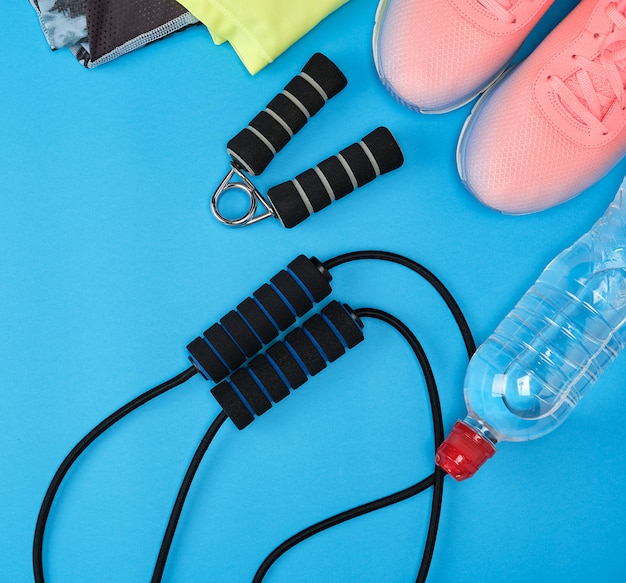 Sportowe obuwie tekstylne i inne artykuły do fitnessu