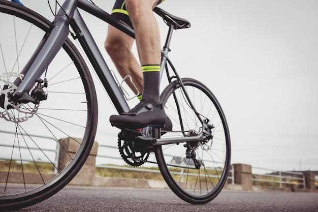 Sportowiec na rowerze