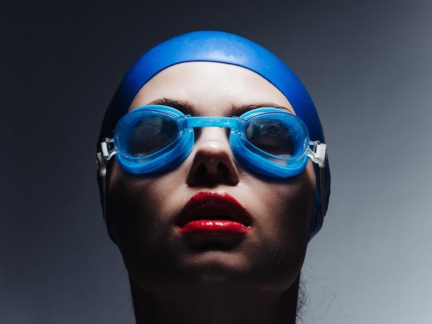 Sportowiec w okularach pływackich professional. zdjęcie wysokiej jakości