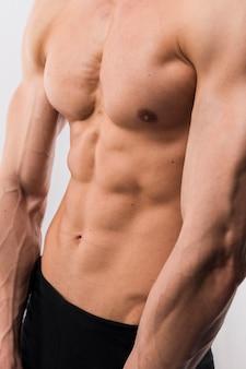 Sportowy mężczyzna tułowia z mięśni