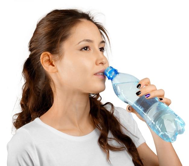 Sporty kobieta z wodą