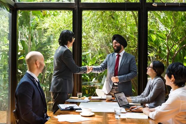 Spotkanie biznesowe w azji