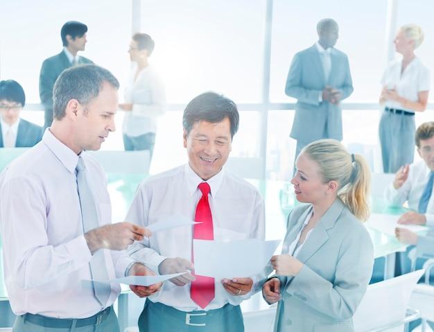 Spotkanie grupy ludzi biznesu