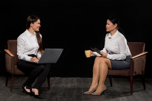 Spotkanie kobiet pod dużym kątem