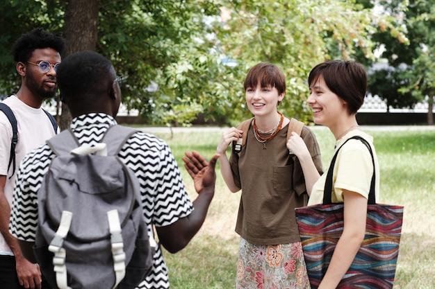 Spotkanie przyjaciół w parku