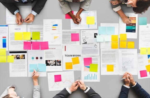 Spotkanie seminarium konferencja brainstorming team concept