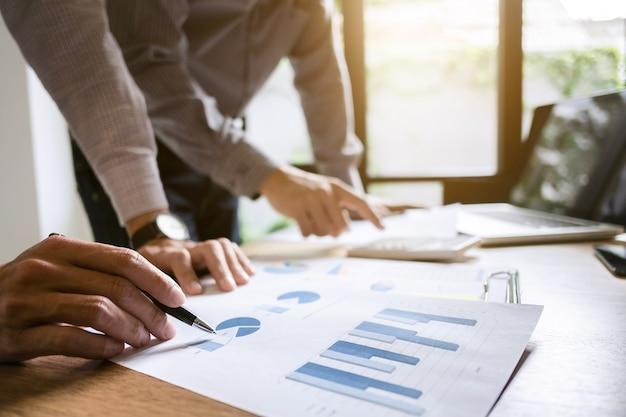 Spotkanie zespołowe executive business meeting pomysł burzy mózgów koncepcja pracy i marketingu