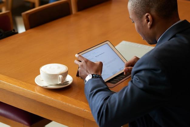 Sprawdzanie danych biznesowych