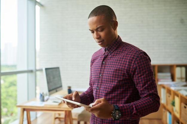 Sprawdzanie e-maili biznesowych