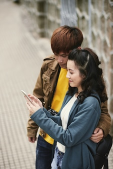 Sprawdzanie smartfona