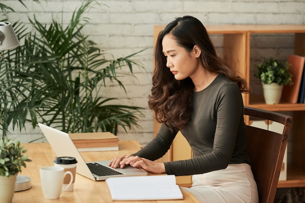 Sprawdzanie wiadomości e-mail