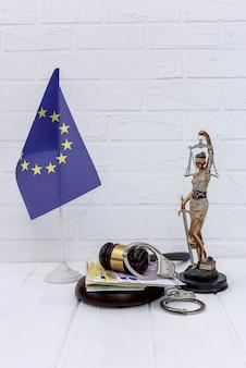 Sprawiedliwość w unii europejskiej, młotek sędziego i temida