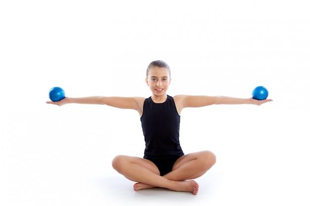 Sprawność fizyczna ważący pilates piłki dzieciaka dziewczyny ćwiczenie