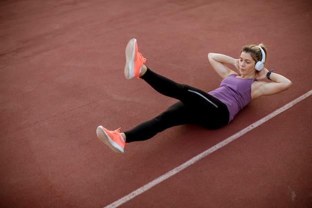 Sprawności fizycznej kobiety treningu abs trening