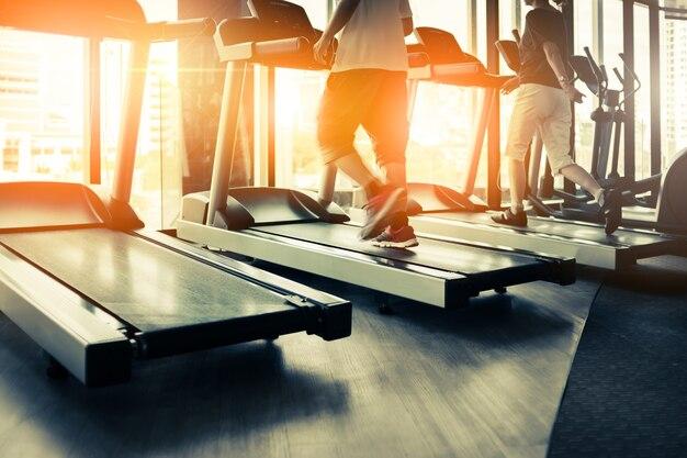 Sprawności fizycznej sala z sporta rowerami w nim zdrowie pojęcie