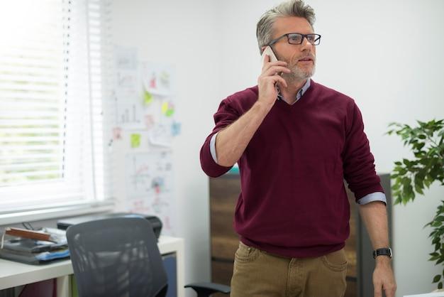 Sprawy biznesowe przez telefon komórkowy