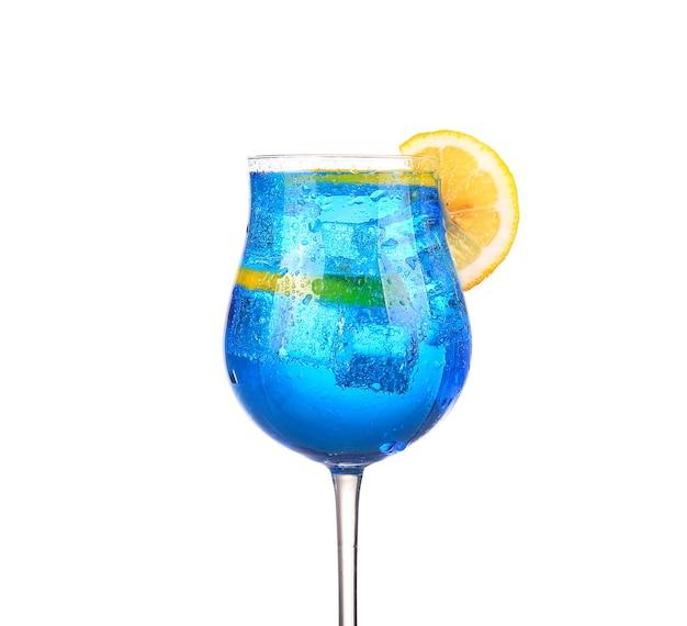 Sprite napoje odrobina sody sparkllng i lodu w szkle na białym tle