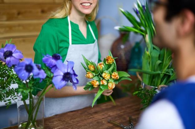 Sprzedawanie tulipanów