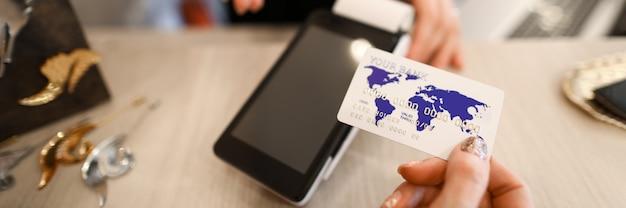 Sprzedawca oferuje kupującemu płatność zakupu kartą bankową. akceptuj płatności bez odniesienia do biura,