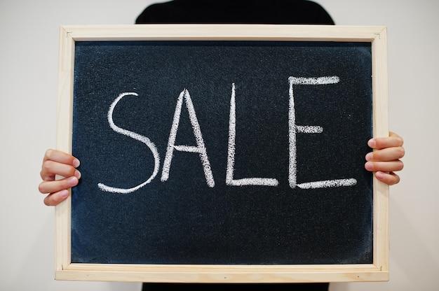 Sprzedaż napisana na tablicy