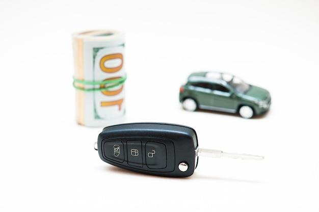 Sprzedaż samochodu. pieniądze, klucz