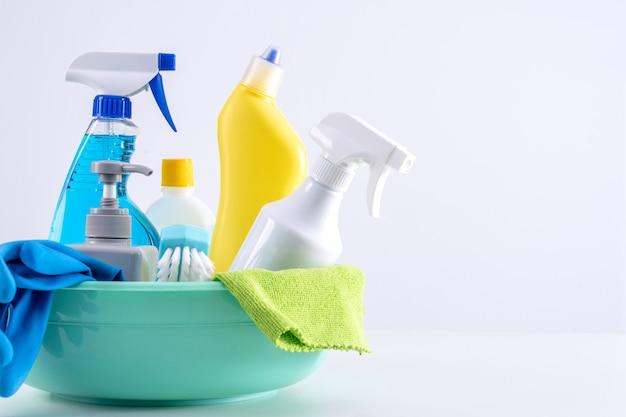 Sprzęt do czyszczenia produktów narzędziowych, koncepcja sprzątania, profesjonalna usługa czyszczenia, materiały do sprzątania