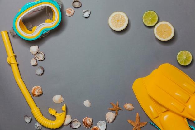 Sprzęt do nurkowania, cytryny i muszle