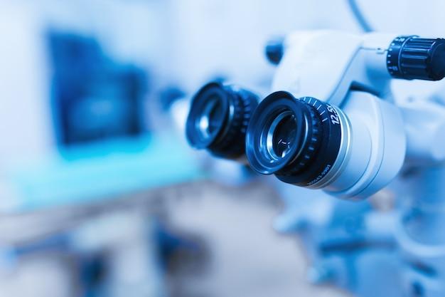 Sprzęt do obsługi laserowej korekcji wzroku. sala operacyjna okulistyki.