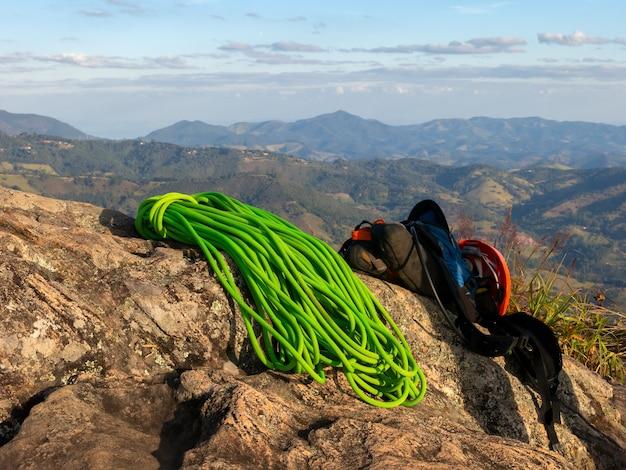 Sprzęt do wspinaczki na szczycie góry