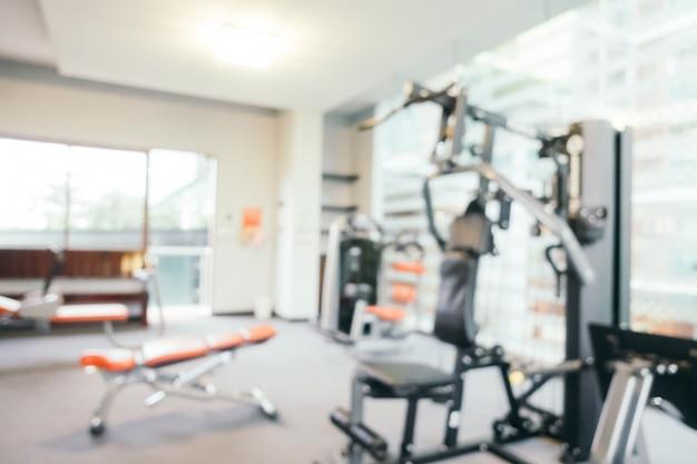 Sprzęt fitness streszczenie rozmycie w siłowni
