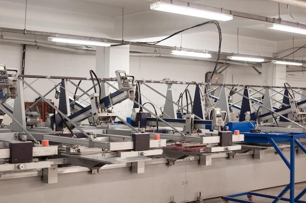 Sprzęt i maszyny do malowania tkanin w fabryce odzieży