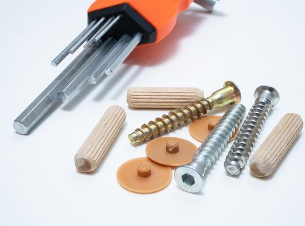 Sprzęt narzędzia i śruby do samodzielnego montażu mebli domowych