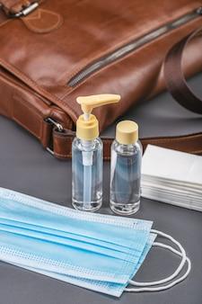 Sprzęt ochronny, maski medyczne, środek antyseptyczny w butelkach, chusteczki bakteriobójcze.