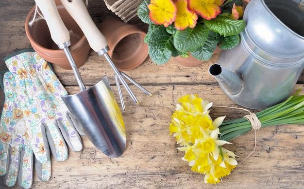 Sprzęt ogrodniczy i kwiaty