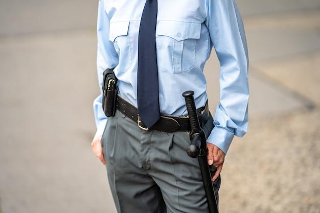 Sprzęt policyjny do obrony i środków przymusu na pasie