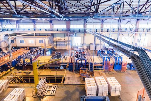 Sprzęt przemysłu produkcji włókna szklanego przy ścianie produkcyjnej