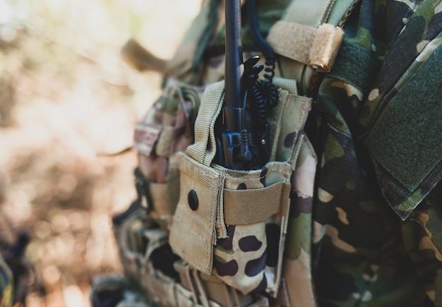 Sprzęt radiowy do gry wojskowej airsoft.