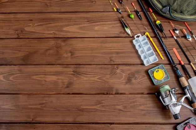 Sprzęt rybacki. wędka spławik i akcesoria do drewna