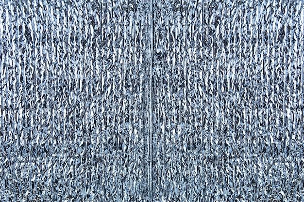 Srebrna błyszcząca tłoczona tekstura folii lub tła