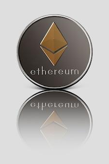Srebrna moneta ze złotym symbolem ethereum odbita na białej błyszczącej powierzchni. koncepcja biznesu, finansów i technologii