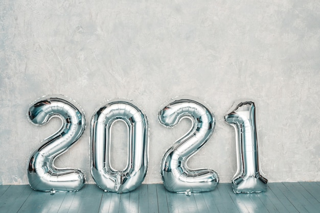 Srebrne Balony 2021. Szczęśliwego Nowego 2021 Roku. Cyfry Metaliczne 2021 Darmowe Zdjęcia